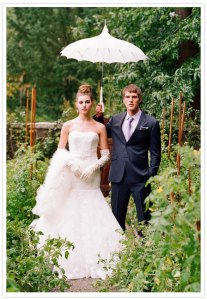 bride-and-groom-bridal parasol